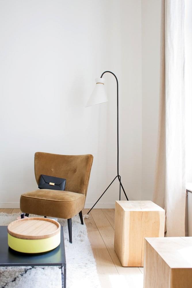 laetitia paris 3 me inside closet. Black Bedroom Furniture Sets. Home Design Ideas