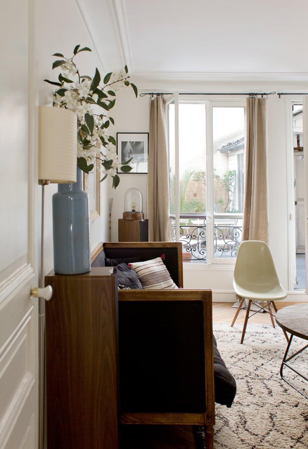 Laure Paris 18ème Inside Closet
